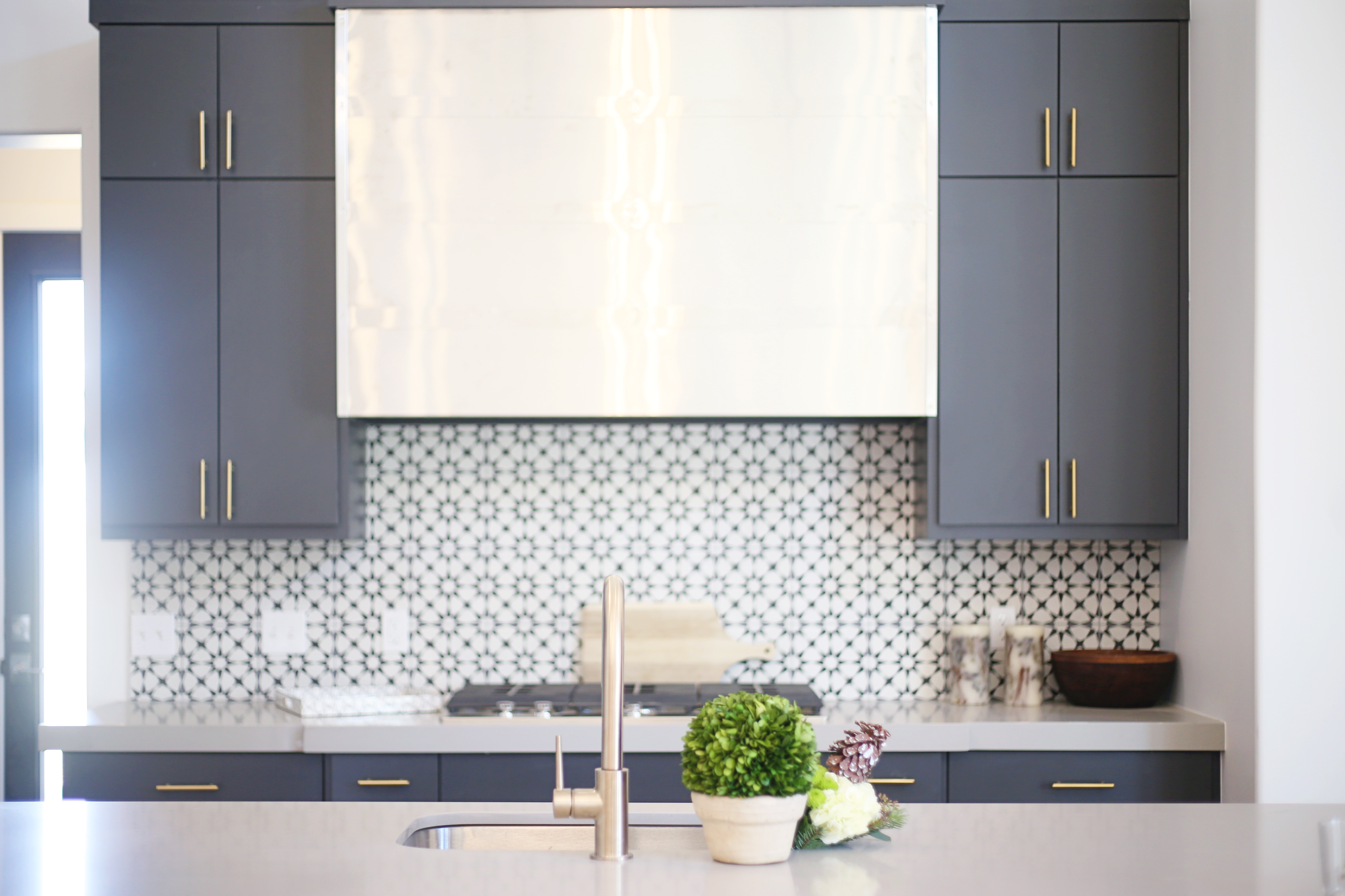 Mountain Modern Holiday Kitchen – CBC Builds
